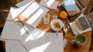 Hoe rommel in je huis bijdraagt aan sociale angst